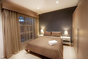 A bed or beds in a room at Semaphore Blue Apartments