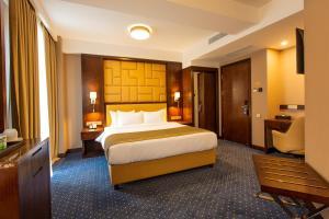 Кровать или кровати в номере KMM Hotel