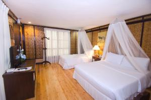 A bed or beds in a room at Sea Wind Resort