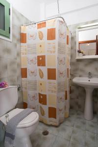 A bathroom at Philippos Hotel