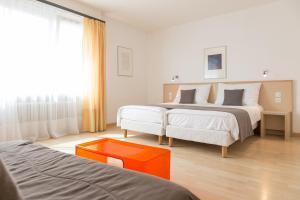 Кровать или кровати в номере Hôtel Des Arts