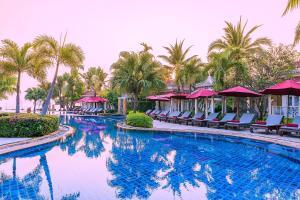 Het zwembad bij of vlak bij Wora Bura Hua Hin Resort & Spa