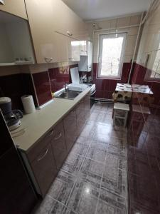 A kitchen or kitchenette at Confortable Cozy Apt