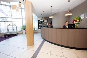 The lobby or reception area at Jurys Inn Cork
