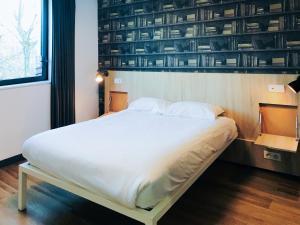 Een bed of bedden in een kamer bij Generator Paris