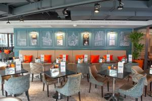 A restaurant or other place to eat at ibis Styles Leeds City Centre Arena