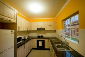 A kitchen or kitchenette at Brolly Apartments