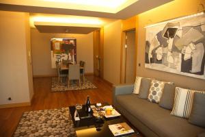 Ein Sitzbereich in der Unterkunft CPAnkara Hotel