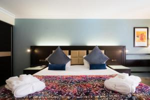 A bed or beds in a room at Savoy Le Grand Hotel Marrakech