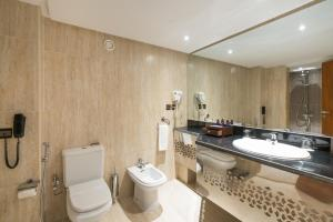 A bathroom at Savoy Le Grand Hotel Marrakech