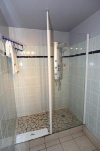 A bathroom at Hotel La Maison Creole