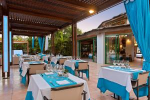 A restaurant or other place to eat at Hotel Gran Canaria Princess - Adults Only
