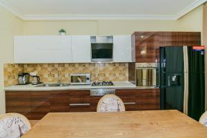 A cozinha ou cozinha compacta de Cook Zone Building Apartment by Time Group