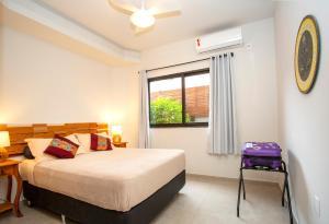 Cama ou camas em um quarto em Barra Holiday Apartamentos