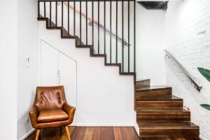 A seating area at Byron Butter Factory Apartments