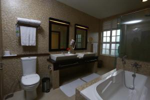 A bathroom at The Blackpool Resort & Spa