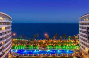 Het zwembad bij of vlak bij Porto Bello Hotel Resort & Spa