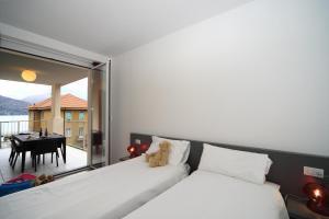 Letto o letti in una camera di Golfo Gabella Lake Resort