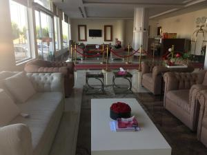 Uma área de estar em Silent Room 2