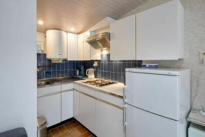 A kitchen or kitchenette at AMAZING BEACH & SUNSETS JUST 75m FROM THE BEACH!