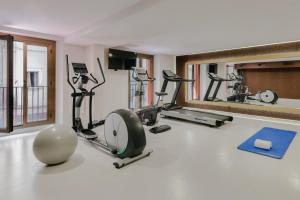 The fitness center and/or fitness facilities at Hesperia Barcelona Barri Gòtic