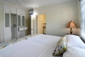 A bed or beds in a room at Choose To Be Happy at Gardens of Blissett - One and Two Bedroom Apartments