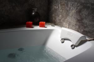 A bathroom at Hotel Risco Plateado Room & Suite