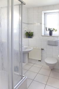 Ein Badezimmer in der Unterkunft Hotel and Restaurant Gartenstadt