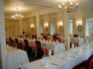 A restaurant or other place to eat at Gairloch Highland Lodge