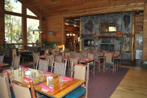 A restaurant or other place to eat at Double Eagle Resort and Spa