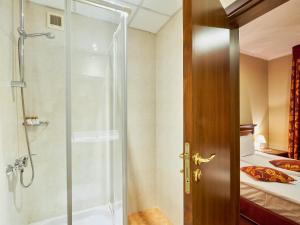 A bathroom at Yantra Grand Hotel