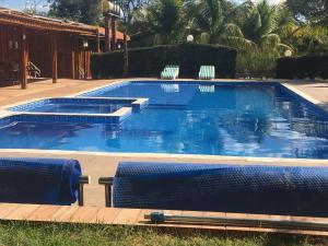 A piscina localizada em Pousada Shekinah ou nos arredores