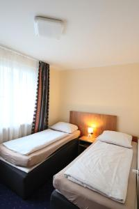 A bed or beds in a room at City Lounge Hotel Oberhausen