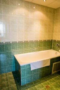 A bathroom at Struma Hotel