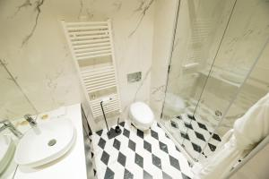 A bathroom at Arté Boutique Hotel