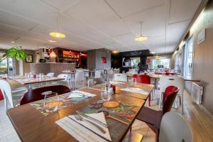 Restaurant ou autre lieu de restauration dans l'établissement Campanile Lorient - Lanester