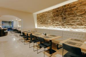 A restaurant or other place to eat at Hesperia Barcelona Barri Gòtic