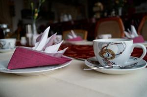 Ein Restaurant oder anderes Speiselokal in der Unterkunft Hotel Am Kurpark