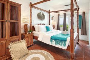 Ein Bett oder Betten in einem Zimmer der Unterkunft Kerang Bingin Beach Villa