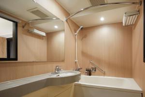 A bathroom at the b ochanomizu