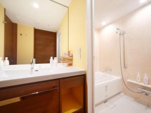 A bathroom at Hotel Universal Port Vita