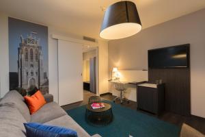 A seating area at Postillion Hotel Dordrecht