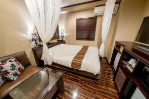A bed or beds in a room at Hotel & Resort Bali Tower Tennoji