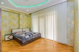 Cama ou camas em um quarto em BAKU CITY CENTER APARTMENT