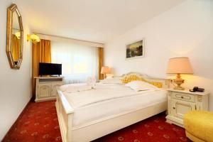 Un pat sau paturi într-o cameră la Hotel Cetate Imparatul Romanilor