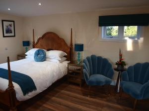 A bed or beds in a room at Beechwood Hotel