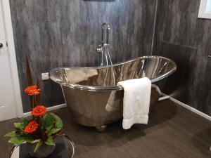 A bathroom at Beechwood Hotel