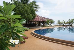 Der Swimmingpool an oder in der Nähe von Coral Resort