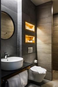 A bathroom at Chateau Copsa Complex