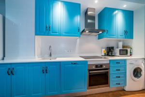 A kitchen or kitchenette at Seanema Long Beach